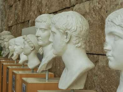 Von links: Marcus Agrippa, Octavia die Jüngere, Gaius Caesar, Lucius Caesar, Livia, Tiberius, Drusus, Antonia die Jüngere.