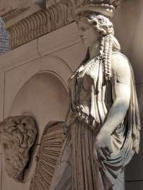 Karyatide aus dem Augustus-Forum (Rekonstruktion mit einigen originalen Elementen)