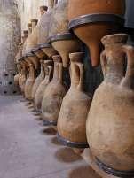 Amphoren: Antike Behälter für Öl, Wein, Milch, aber auch Getreide, Datteln und die berühmte Fischsauce Garum