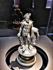 Die Herkules Statuette wurde in der 2. Hälfte des 2. Jahrhunderts nach Chr. in der Provinz Raetien hergestellt.