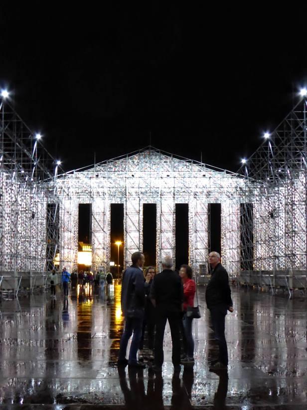 Parthenon der Bücher bei Nacht
