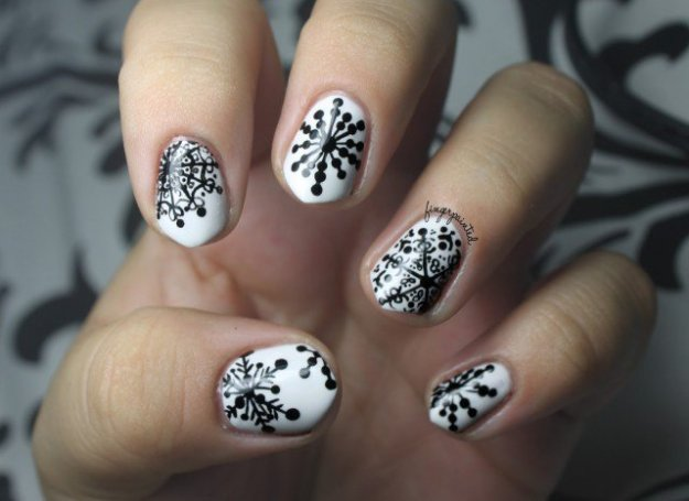 black-handpainted-snowflake-christmas-winter-nails-640x466
