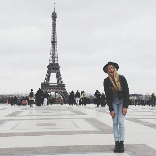 couple-traveling-around-world