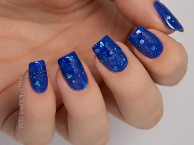 nails-royal-blue-640x480