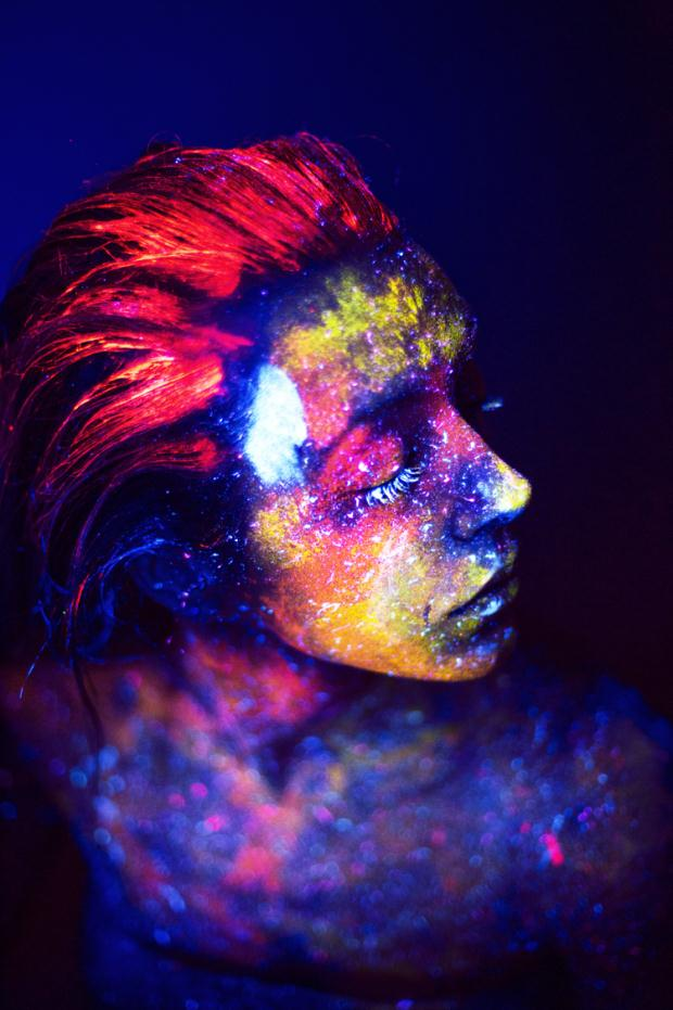 trends-neon--party-styling-make-up-street-mode1