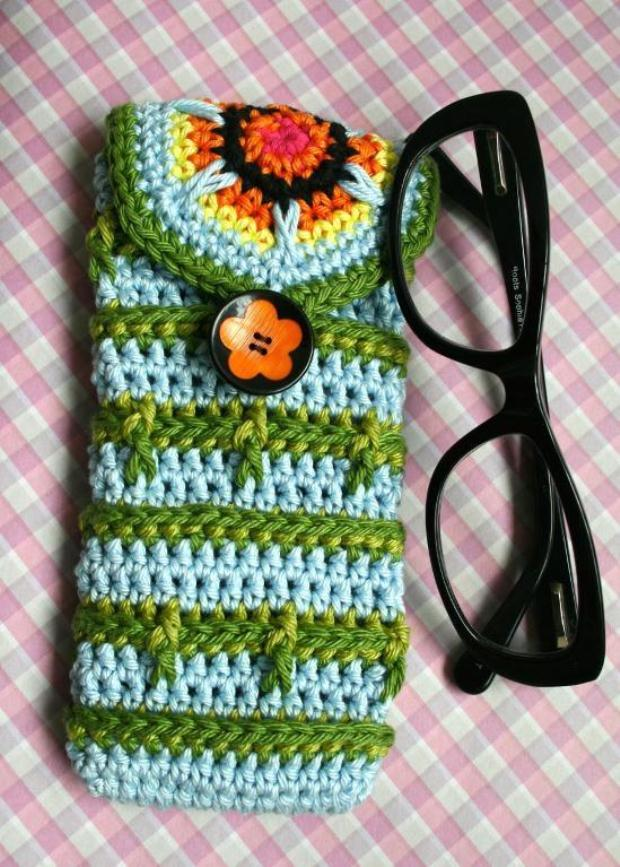 Crochet-Glasses-Case-Button-Pattern