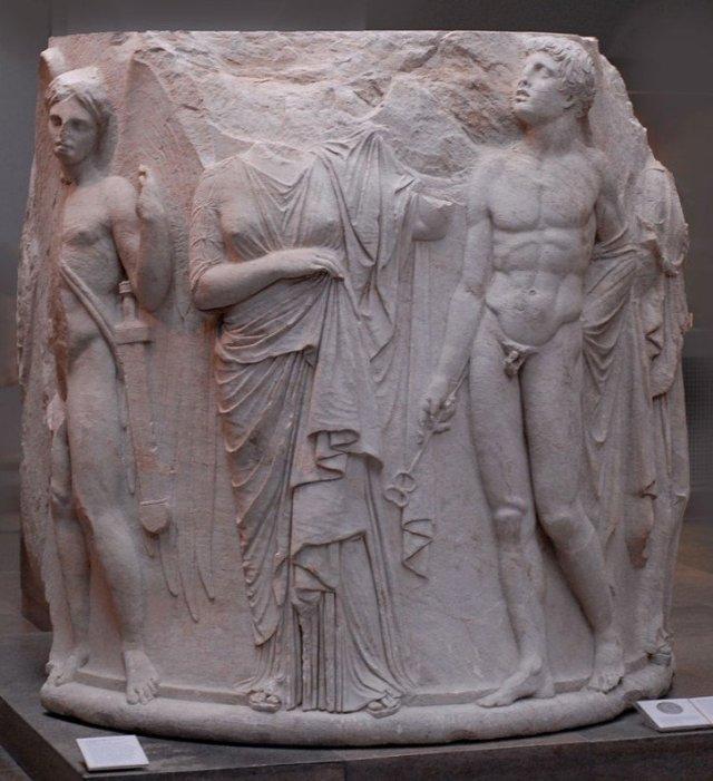efes antik kenti sütunların üzerindeki kabartmalar günümüz