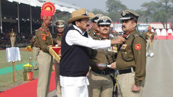 Police should be seen with people not politicians: Naidu