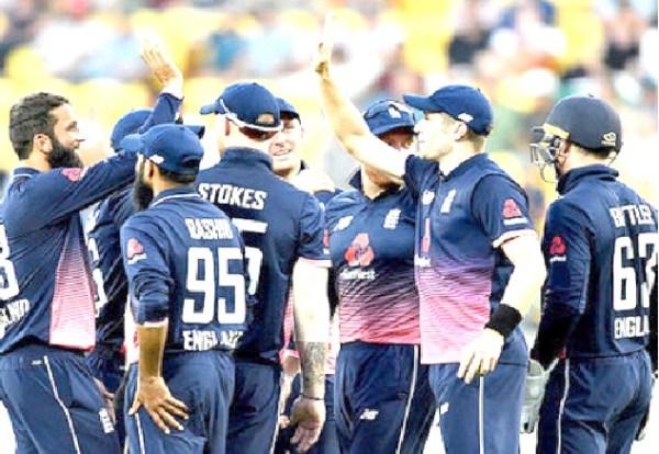England hold nerve to beat New Zealand