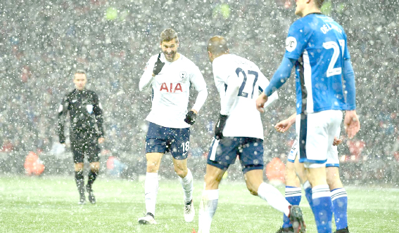 Fernando Llorente treble sees six-goal Spurs  into FA Cup quarter-finals