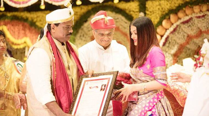 Aishwarya Rai Bachchan honoured  with the Woman of Substance title
