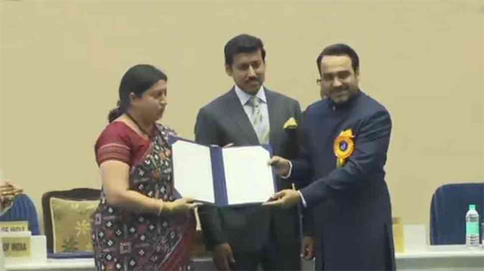 65th National Film Awards: Despite protests, I&B Minister Smriti Irani felicitates winners