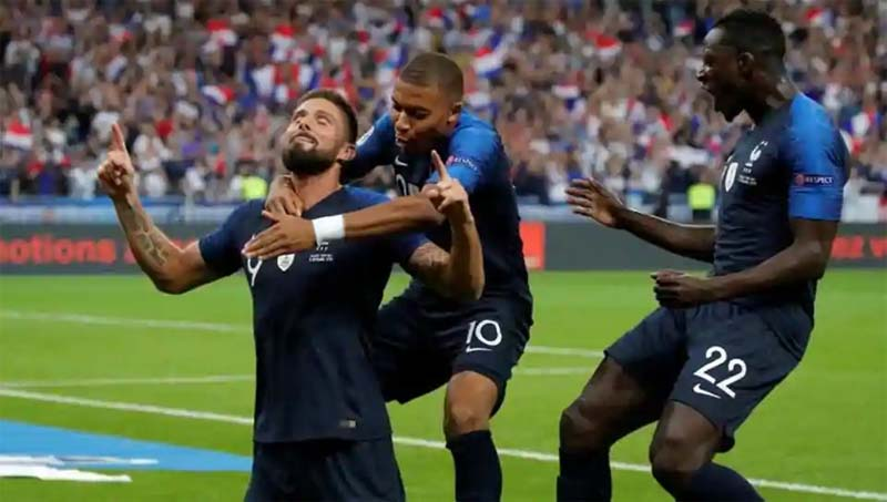 Olivier Giroud gets winner as France celebrate World Cup homecoming