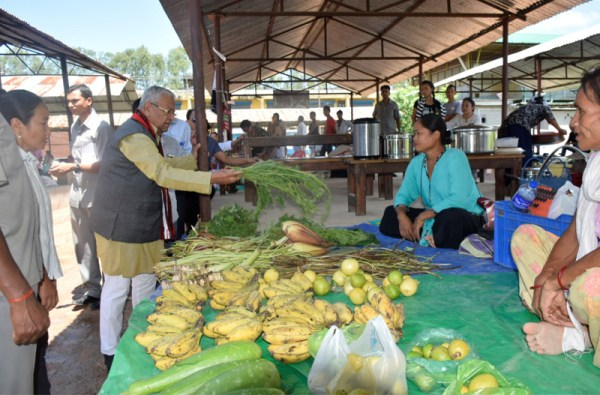 Governor visits organic daily market at Dimapur