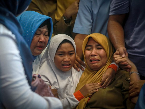 """All 189 aboard crashed  Indonesia jet """"likely"""" dead"""