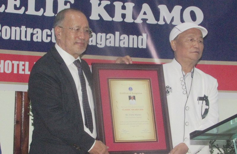 Vilelie Khamo receives Classic Club Award