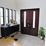 自宅のインテリアに風水を!玄関が西にある場合のカラーやアイテムは?