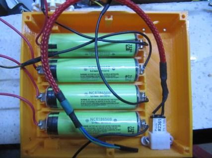 Les batteries lithium de R.Hasika en place. Ici, il s'agit de batteries lithium 18650 de panasonic , de 3.7V et 3.4Ah (capacité vérifiée).