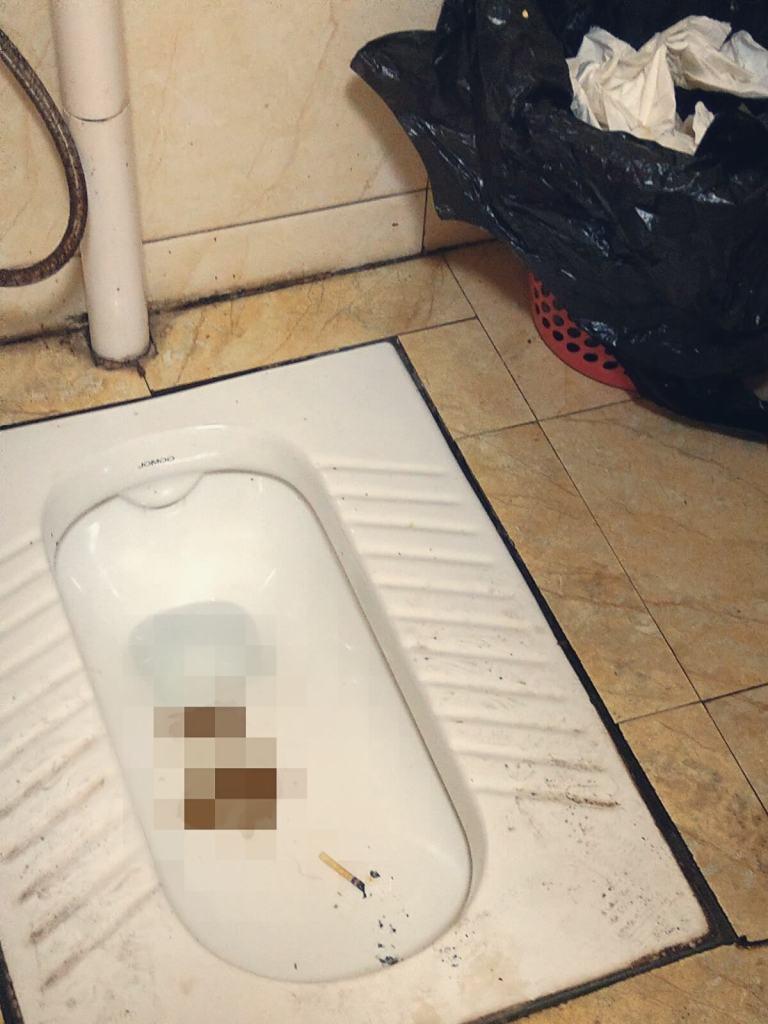 Publiczna toaleta w Chinach. Na Małysza.