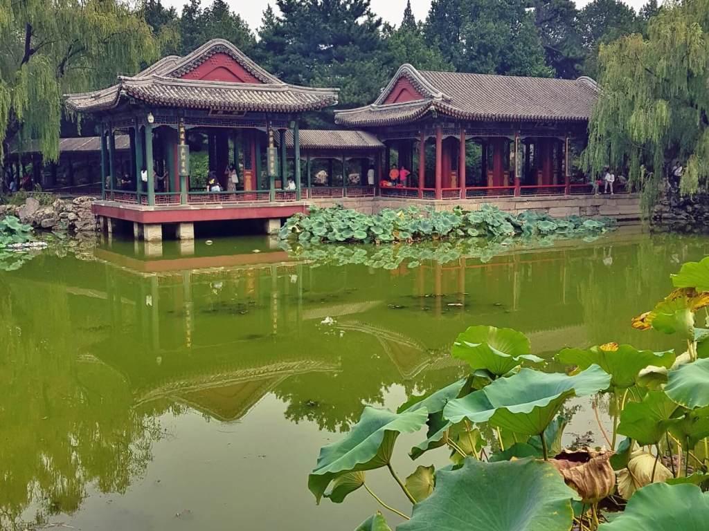 Ogrody w Pałacu Letnim w Pekinie.