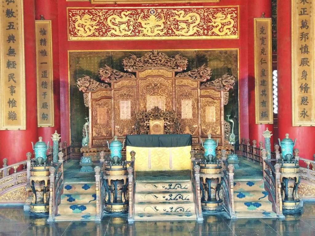 Tron cesarza Chin.