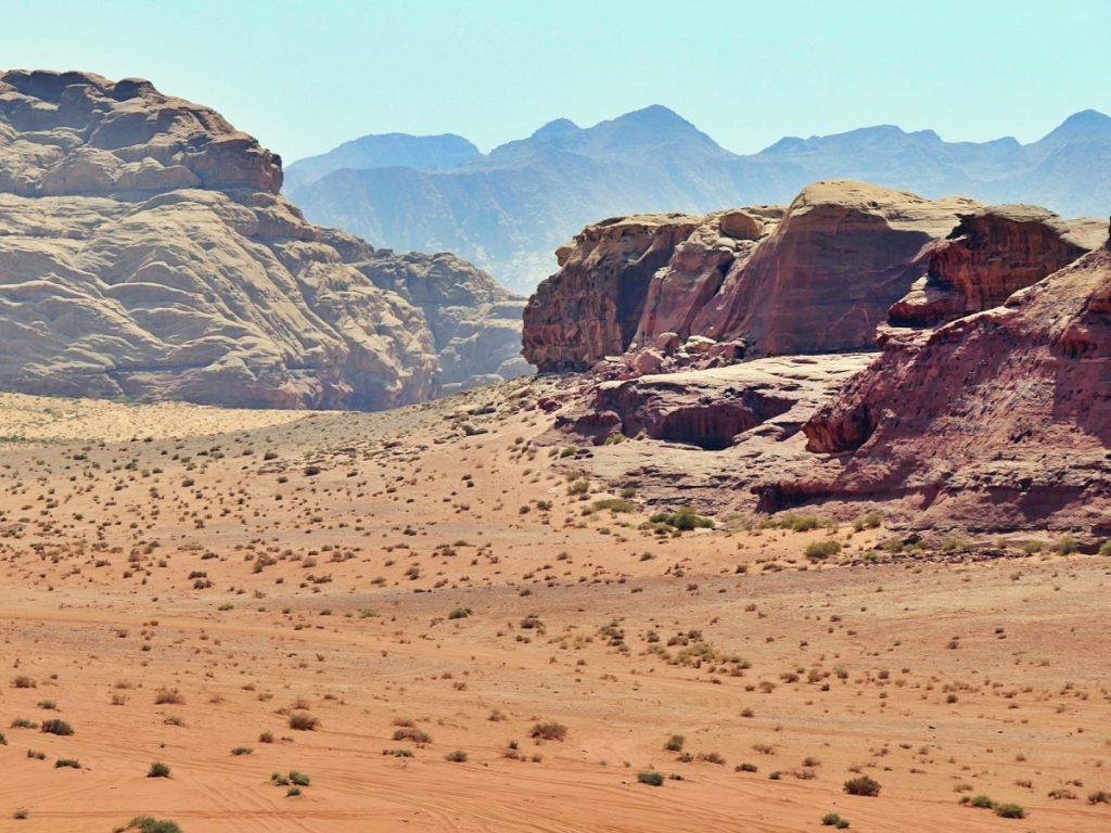 Marsjański krajobraz pustyni Wadi Rum.