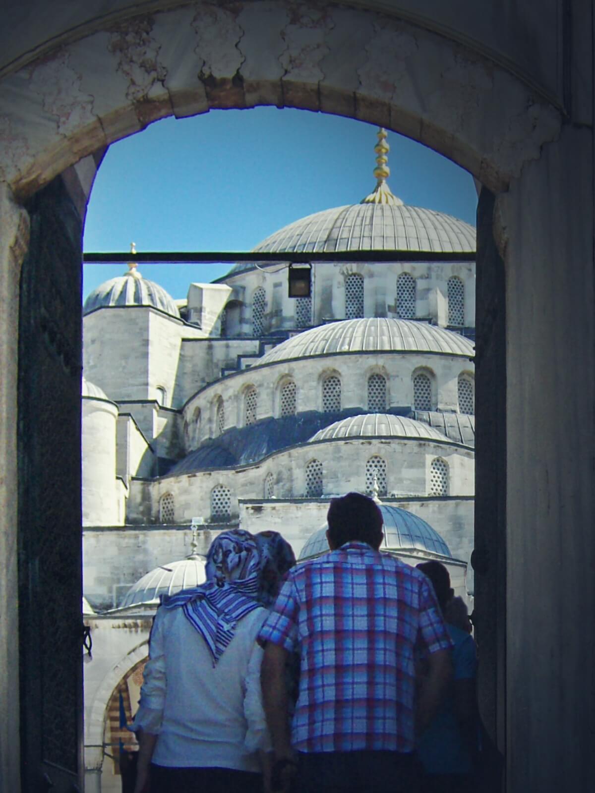 Wejście do Błękitnego Meczetu w Stambule, w Turcji.