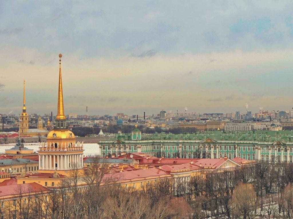 Widok na Sankt Petersburg z katedry św. Izaaka.