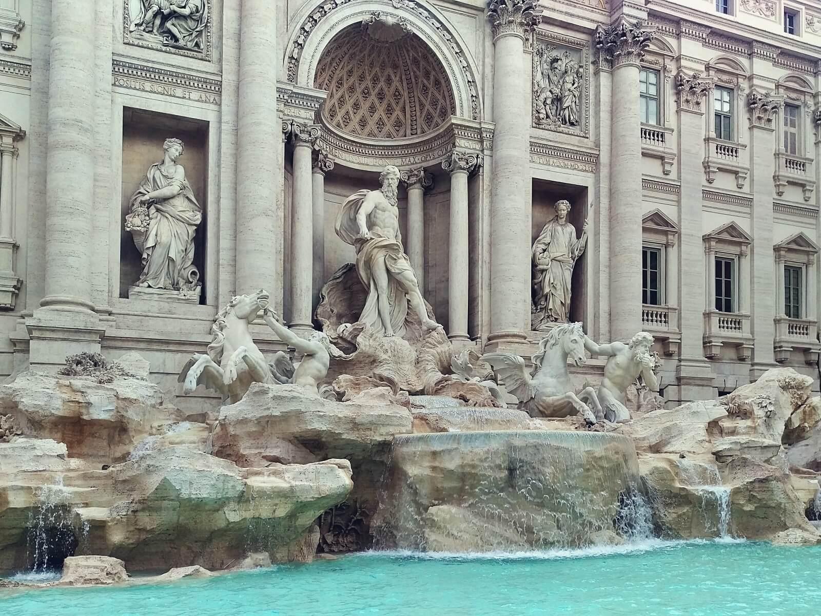 Fontanna Di Trevi w Rzymie.