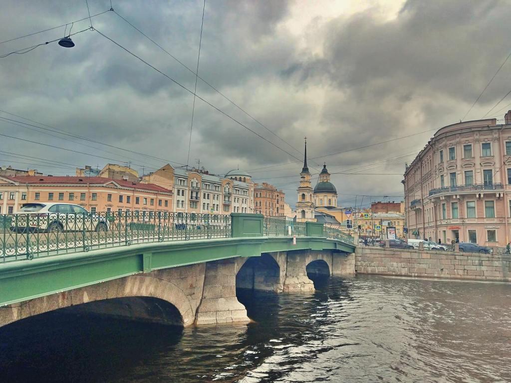 Jeden z wielu kanałów w Petersburgu.