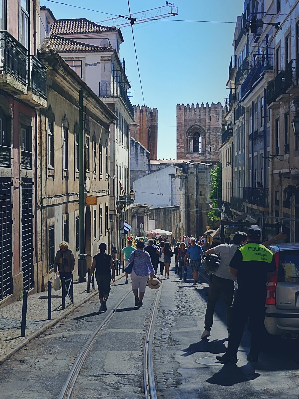 Widok na katedrę Se w Lizbonie.