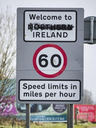 Znak przy wjeździe do Irlandii Północnej