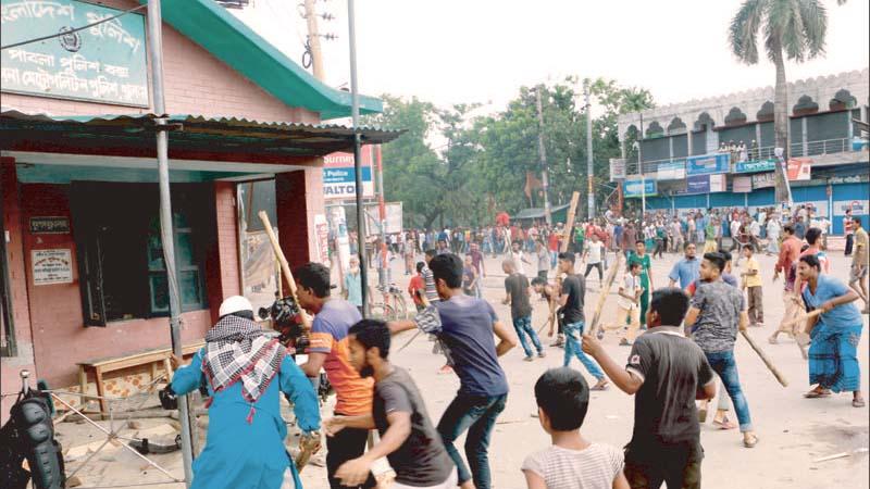 পাটকলে ধর্মঘট: খুলনায় পুলিশ বক্সে হামলায় মামলা
