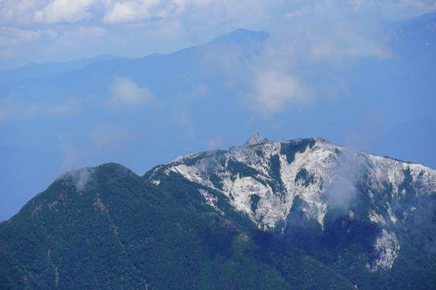 オベリスクと八ケ岳