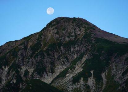 笠ヶ岳と中秋の名月の二日後