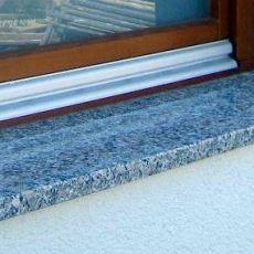 Parapety kamienne z granitu czy z marmuru