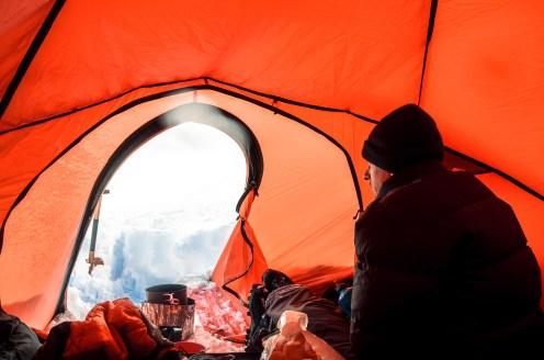 Im Zelt nach einem heftigen Sturm