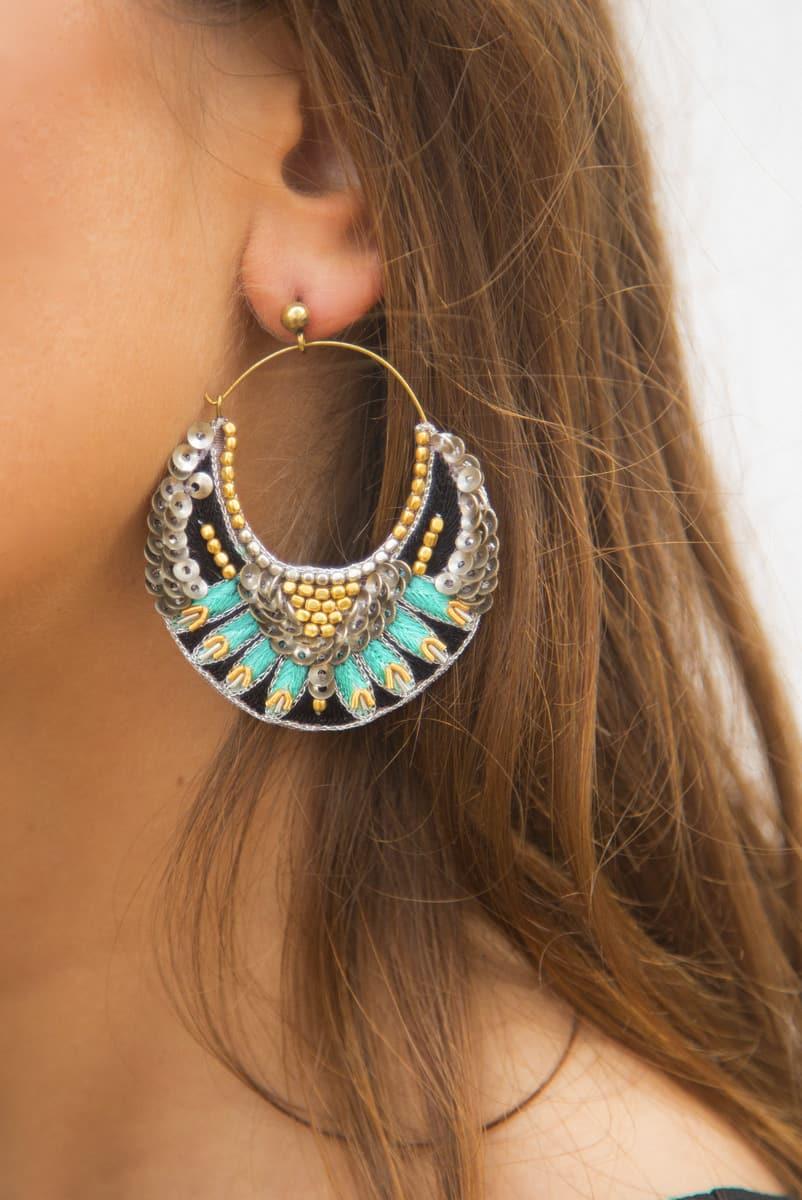 Boucles d'oreilles brodées Nida | Turquoise | Photo 1