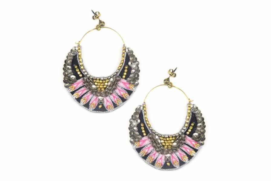 Boucles d'oreilles brodées Nida | Pink | Photo 2
