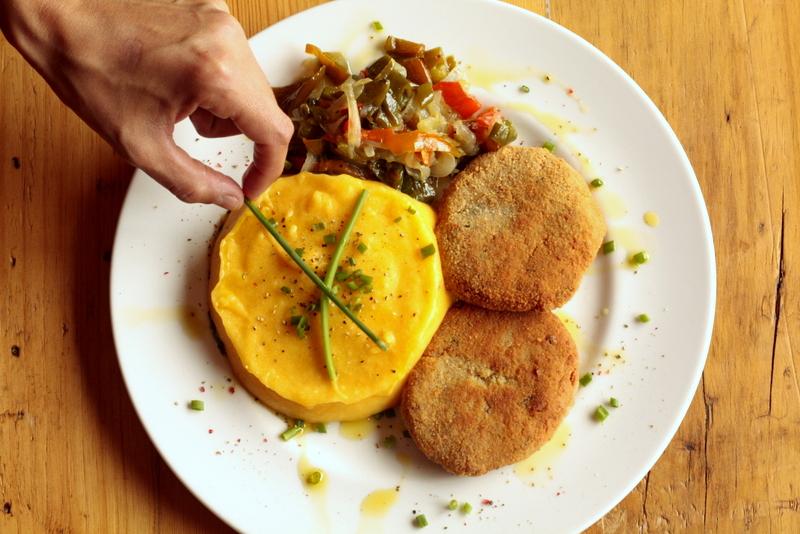 Milanesas de soja con puré de patata y zanahoria