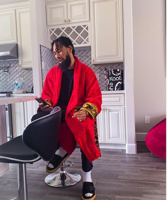Popular Artist Phyno looking dope in new pictures