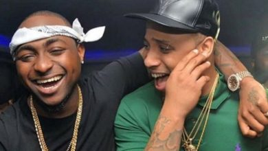 Photo of Davido Signs His Cousin B-Red To DMW