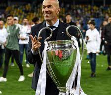 Image of Zidane holding the championship cup