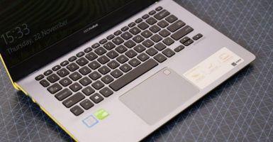 ASUS VivoBook S430UN keyboard touchpad