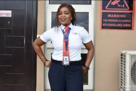 Female Nigerian pilot prevents a tragedy in Lagos Airport