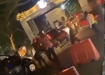 Chaos At Eko Hotel As Marlians Try To Gain Entrance To Naira Marley's Concert