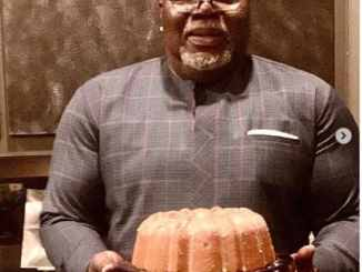 Bishop TD Jakes Bakes A Glazed Pecan Pound Cake - Pictures
