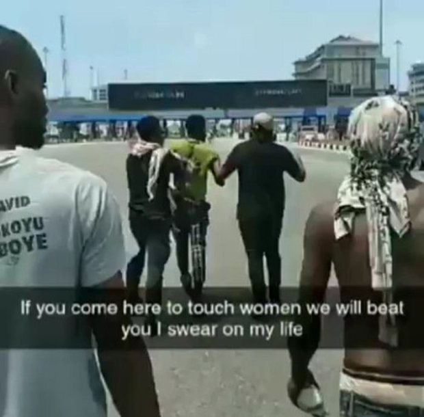 OMG!!! Man Receives Beating Of His Life After Touching A Lady's Ass During EndSARS Protest (Watch Video)