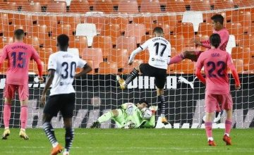 Carlos Soler scored three penalties as Valencia thrashed Real Madrid.(Read More)