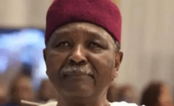 "Yakubu Gowon Denies Allegation That He Fled Nigeria With ""Half Of Central Bank"""
